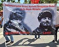 Μουσταφά Κεμάλ και Λένιν δίπλα-δίπλα σε διαδήλωση των κεμαλιστών στην Κωνσταντινούπολη