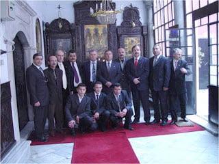 Τα μέλη της ΕΡΓΕΝΕΚΟΝ στην εκκλησία του τουρκορθόδοξου πατριαρχείου, στο Καράκιοϊ της Πόλης