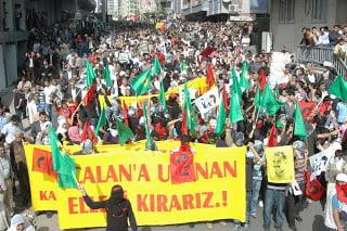 Επεισόδια στην Τουρκία για κακομεταχείριση του Αμπντουλλάχ Οτζαλάν από τους δεσμοφύλακες