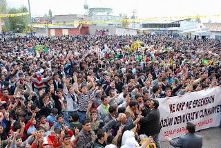 Συνεχίζεται η ψυχολογική βία στον Οτζαλάν – Συνεχίζονται και οι διαδηλώσεις