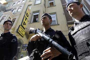 Μπαράζ διώξεων κατά Κούρδων πολιτικών στην Τουρκία