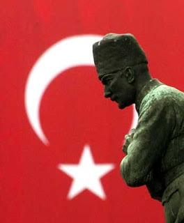 Στην Τουρκία του Ερντογάν «έχει γίνει έγκλημα το να μιλάμε για τον Ατατούρκ»