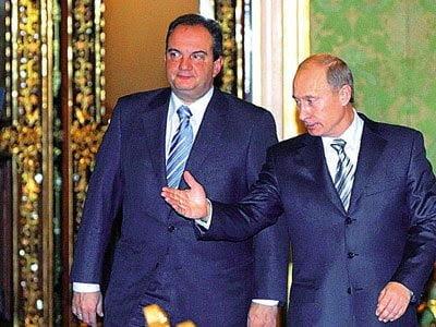 «Ξεμπλόκαρε» τον αγωγό ο Πούτιν με Στάνισεφ και Καραμανλή