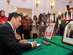 Μια ημέρα εθνικού πένθους κήρυξε η Τουρκία σε ένδειξη αλληλεγγύης προς την Πολωνία που πενθεί τον πρόεδρό της Κατσίνσκι.