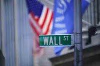 Η Ευρώπη πρέπει να αντεπιτεθεί κατά των κερδοσκοπικών επιθέσεων των ΗΠΑ-ΗΒ