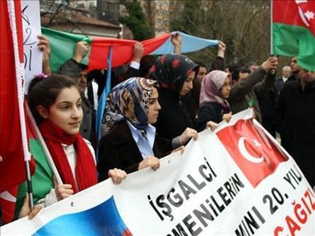 Ο Ερντογάν πήρε αποστάσεις από τα εθνικιστικά και ρατσιστικά συνθήματα σε μια εκδήλωση