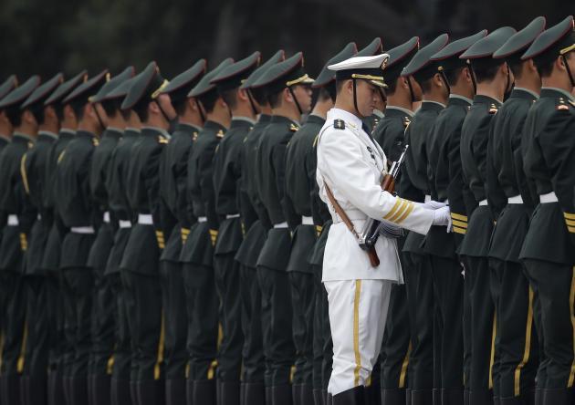 Εκπρόσωπος του ΥΠΕΞ της Κίνας πιστεύει ότι ίσως ο στρατός των ΗΠΑ έφερε τον κορονοϊό στη Γουχάν