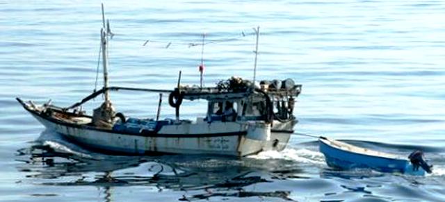 Σομαλοί πειρατές τα βάζουν με πλοίο του ρωσικού ναυτικού και παθαίνουν πανωλεθρία [βίντεο]