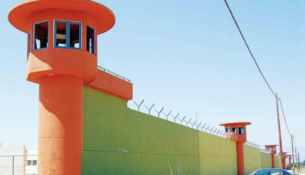 Για φονικό βασανισμό οι σωφρονιστικοί και ο διευθυντής των φυλακών Νιγρίτας
