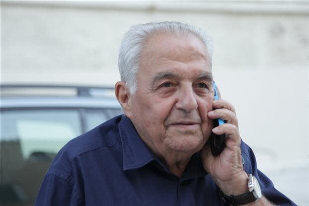 Σειρά ερωτημάτων για το ιδιωτικό συμφωνητικό του Αλ. Φλαμπουράρη