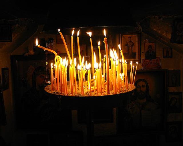 Ρουμανία: Κατ' οίκον διανομή του Αγίου Φωτός