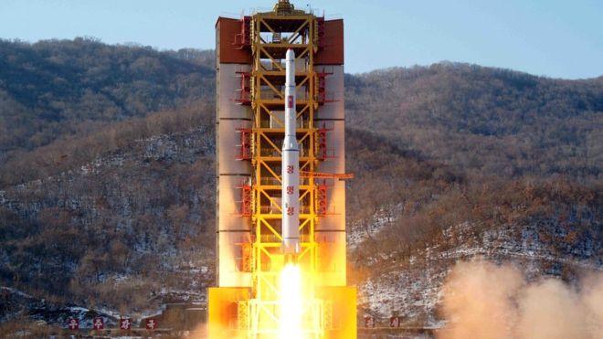 Την εκτόξευση πυραύλων από τη Β. Κορέα καταδικάζει η Σεούλ