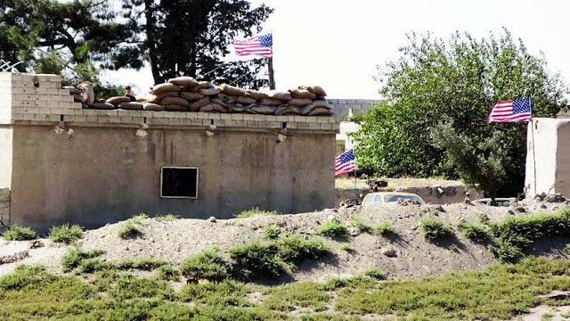 Οι Κούρδοι ύψωσαν αμερικανικές σημαίες, ορατές από την Τουρκία, στο Ταλ Αμπιάντ της Συρίας!