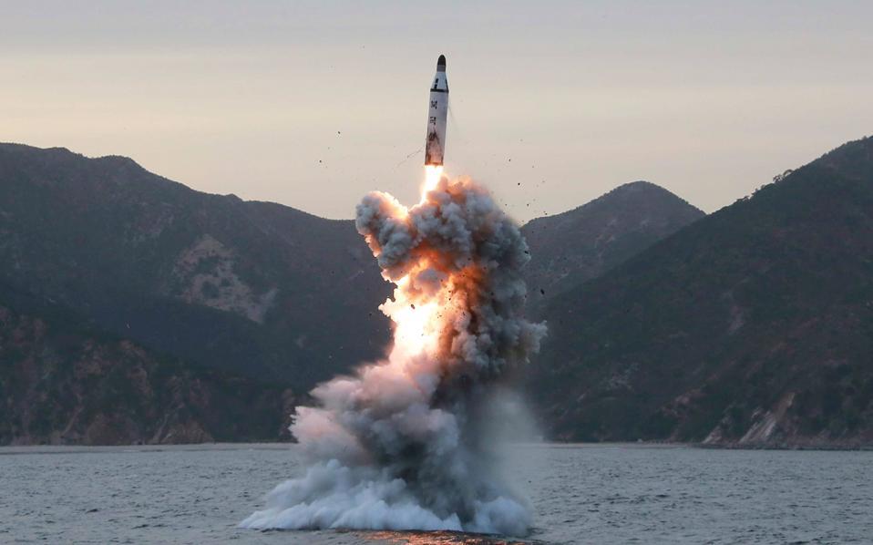 Προβληματισμός στις ΗΠΑ για την εκτόξευση βαλιστικού πυράλου από υποβρύχιο στη Β. Κορέα