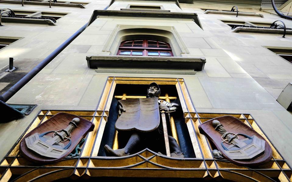 Φορολογικό θρίλερ με άρωμα κατασκοπείας μεταξύ της Ελβετίας και της Γερμανίας
