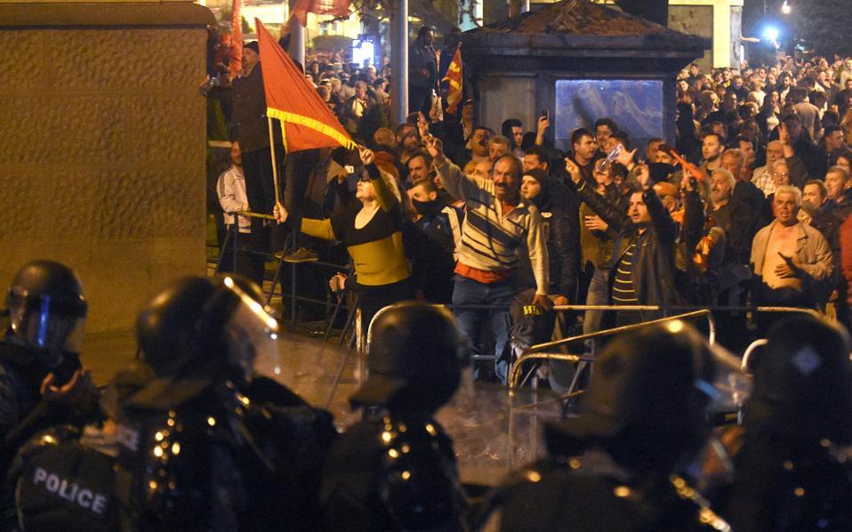 Ο «Κινέζος» που έσβησε τη φωτιά στα Βαλκάνια