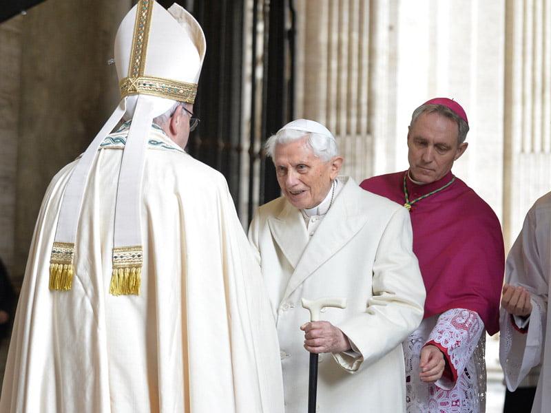 Πραξικόπημα Χωρίς Στρατό Και Στο Βατικανό                                                         Αποκαλύψεις για το «Μυστήριο» της Παραίτησης                                              του Πάπα Μπενουά XVI,  μετά τον Μπερλουσκόνι.