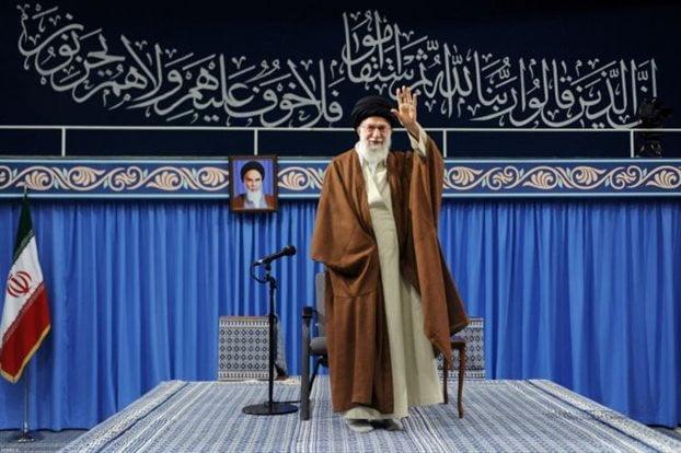 Ο Χαρίρι κατηγορεί το Ιράν και παραιτείται, η Τεχεράνη απορρίπτει τις κατηγορίες