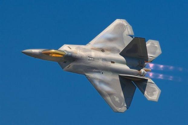 Οι ΗΠΑ στέλνουν τα «αόρατα» για τα ραντάρ F-22 στη Ν.Κορέα