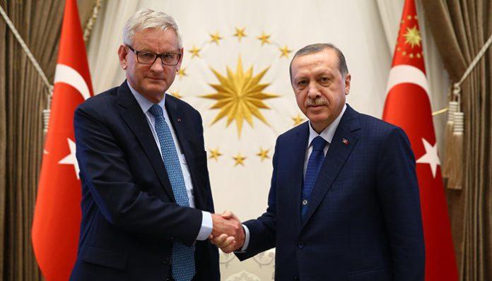 Η σχέση αγάπης του πρώην υπουργού Εξωτερικών της Σουηδίας Carl Bildt με τον δικτάτορα της Τουρκίας