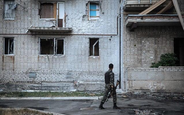 Οι ΗΠΑ επιβεβαιώνουν ότι δόθηκε άδεια για την εμπορική εξαγωγή όπλων στην Ουκρανία