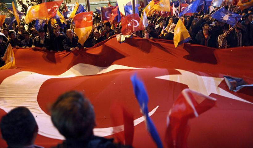 Τούρκοι, οι αποσυνάγωγοι της Ευρώπης – «Πυρά» της Άγκυρας σε Αυστρία και Ολλανδία για την απαγόρευση προεκλογικών συγκεντρώσεων