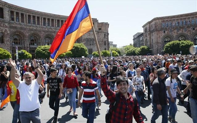 Αρμενία: Παρέλυσε η πρωτεύουσα Γερεβάν από τους διαδηλωτές