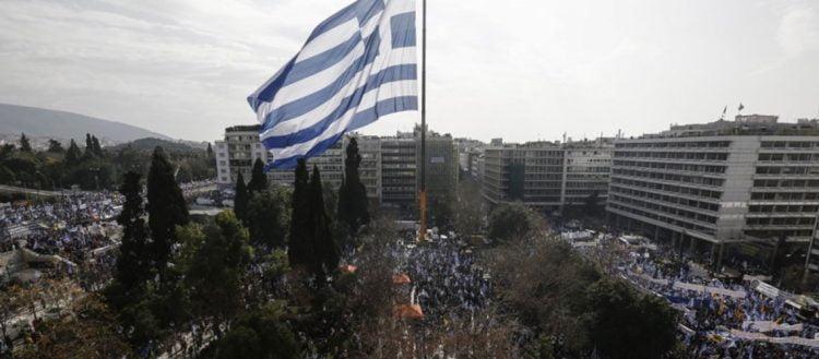 Ένας Έλληνας φέρει τη σημαία του έως τον θάνατο: Όταν οι Γερμανοί εισήλθαν στην Ακρόπολη