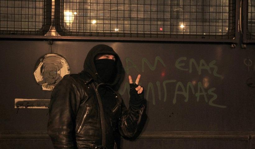 Θέλαμε να τους κάψουμε: Οι αναρχικοί για την επίθεση στα ΜΑΤ στη Θεσσαλονίκη