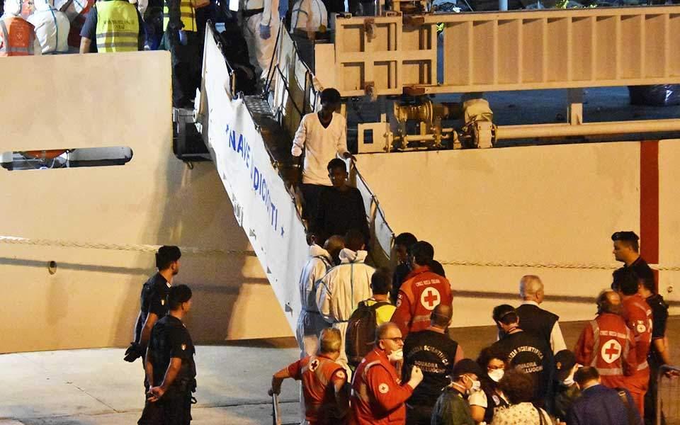 Επιμένει η Ιταλία για τους 148 πρόσφυγες