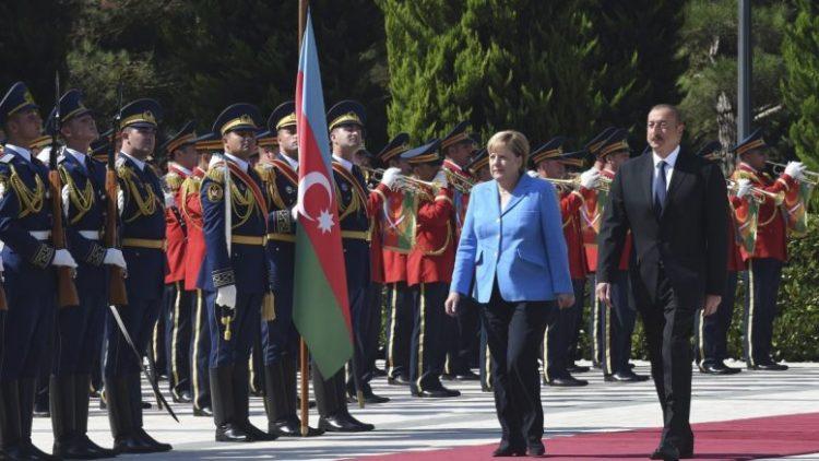"""Τι γυρεύει η """"αλεπού"""" η Μέρκελ στο παζάρι του Καυκάσου; Εκεί παίζεται ενεργειακό παιγνίδι…"""