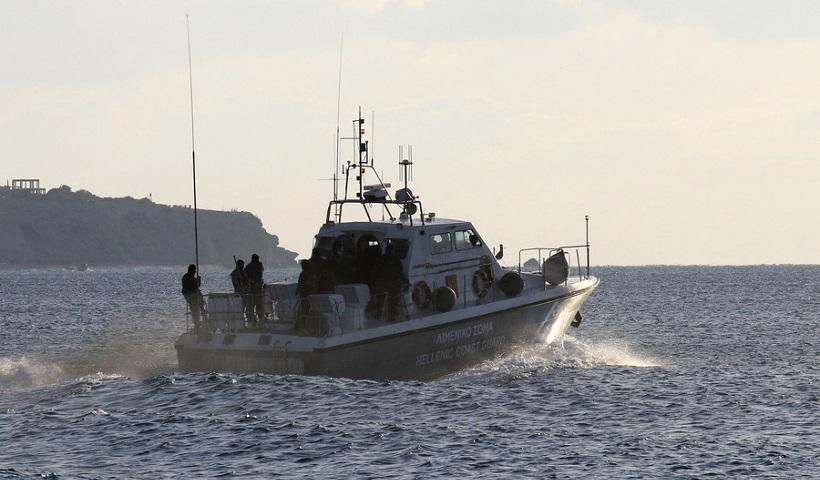 Βίντεο-ντοκουμέντο: Με τα απόνερα σπρώχνουν τις βάρκες