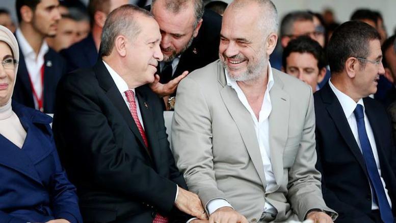 Αλβανικό lapsi.al  – Που οδηγεί τη χώρα η σκοτεινή σχέση Ράμα – Ερντογάν