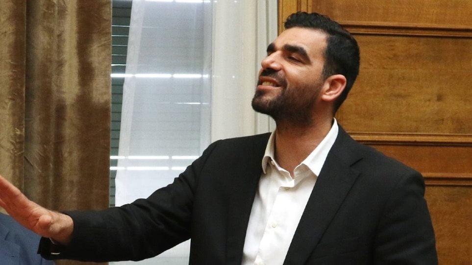 Τελικά δεν ήταν μόνο ένας ο τραμπούκος; «Ο κ. Κωνσταντινέας το ξεκίνησε, εμείς πήγαμε να τους χωρίσουμε», δηλώνει μέλος των οργανωμένων οπαδών της Καλαμάτας