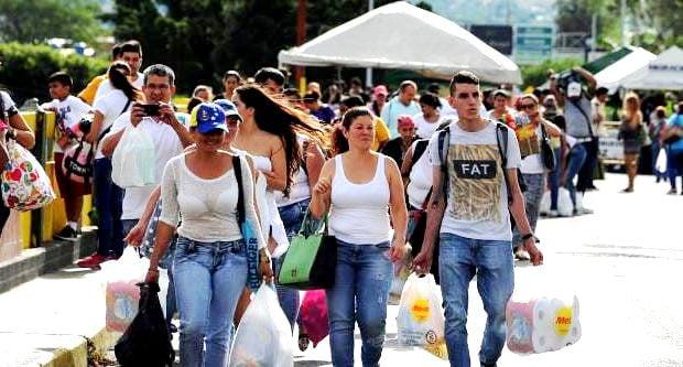 Βενεζουέλα: Το μεγάλο θέαμα των μεταναστών στα σύνορα προετοιμάζει τη στρατιωτική επίθεση