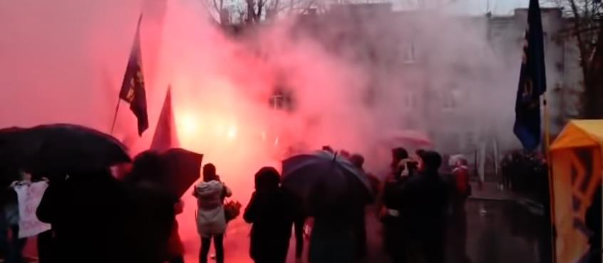 Μυρίζει μπαρούτι στην Ουκρανία-Στις φλόγες το Ρωσικό Προξενείο στο Χάρκοβο