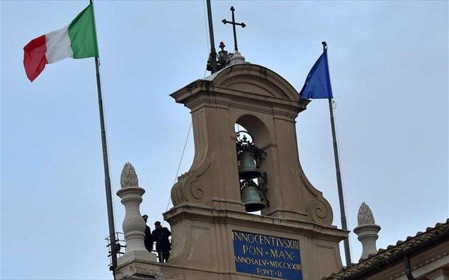 Κομισιόν: Σκληραίνει τη στάση απέναντι στη Ρώμη