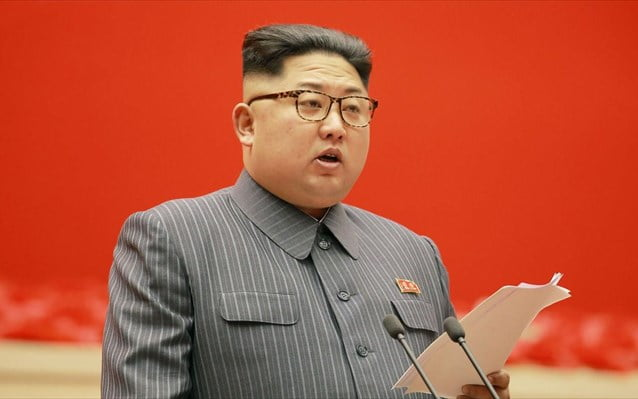 Β. Κορέα: Τη δοκιμή νέου όπλου «τεχνολογίας αιχμής» επέβλεψε ο Κιμ Γιονγκ Ουν