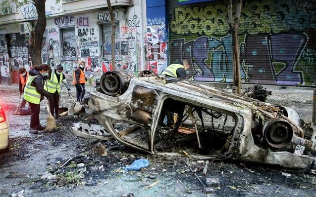 Εικόνες καταστροφής μετά από τα χθεσινά επεισόδια σε Αθήνα και Θεσσαλονίκη