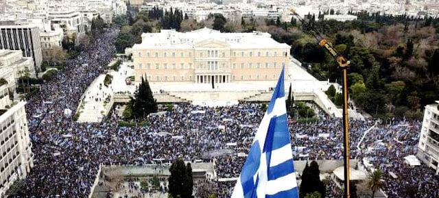 Παίζει με τη φωτιά του Διχασμού ο Τσίπρας. Δημοψήφισμα, η μόνη δημοκρατική, νομιμοποιημένη, εθνικά υπεύθυνη λύση, η μόνη λύση και για τον ίδιο!