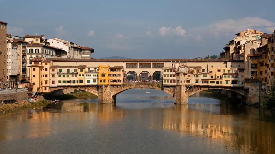 Φλωρεντία: Δεκαπεντάχρονη Ελληνίδα συνελήφθη γιατί έγραψε με μαρκαδόρο το όνομά της στην Ponte Vecchio – Πρόστιμο 160 ευρώ