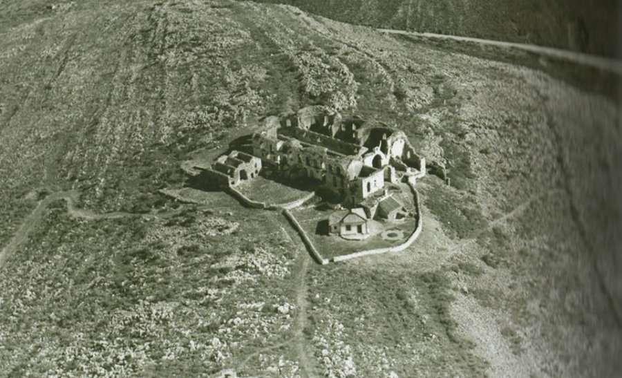 Η Ιερά Μονή Αγίων Τεσσαράκοντα Μαρτύρων στους Αγίους Σαράντα (φωτογραφίες)