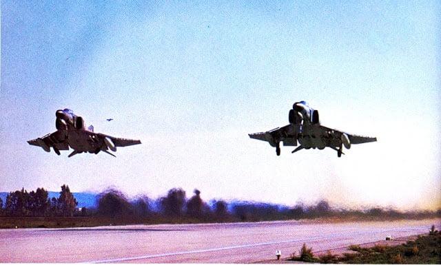 Όταν τα ελληνικά F-4 έκαναν touch & go στο στρατιωτικό Α/Δ της Σμύρνης