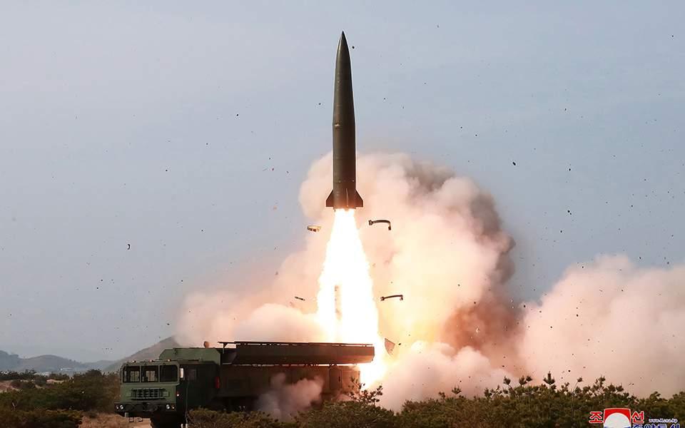 Βόρεια Κορέα: Η Πιονγκγιάνγκ ανακοίνωσε ότι προχώρησε χθες στη δοκιμή ενός όπλου «μεγάλου βεληνεκούς»