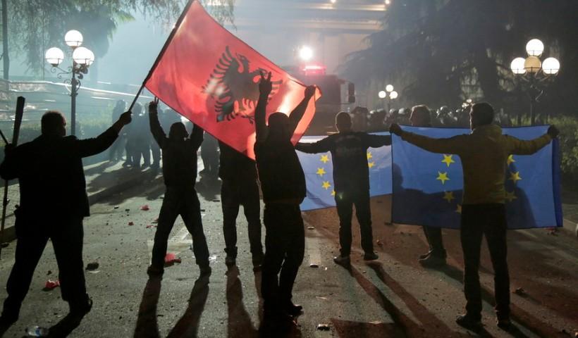 Μεταναστευτικό: Η Αλβανία δέχτηκε να πάρει μετανάστες από την Τουρκία – Θα τους πάει τα ελληνοαλβανικά σύνορα