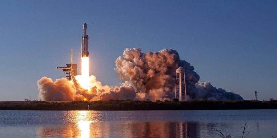 Για πρώτη φορά η Κίνα εκτόξευσε πύραυλο με δορυφόρους από πλοίο