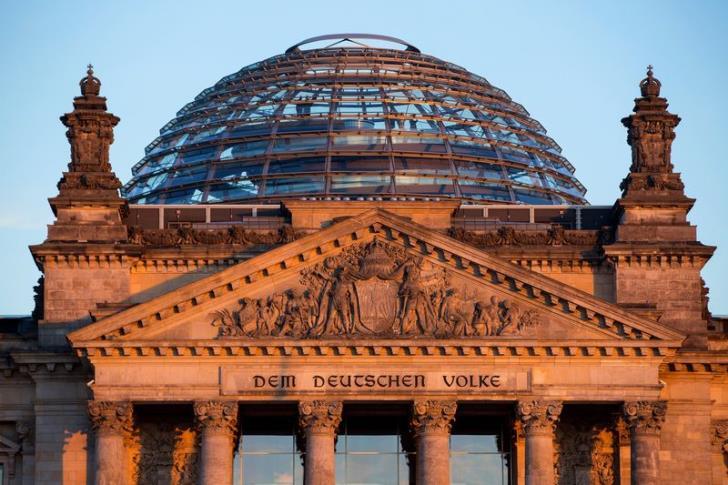 Πώς πρέπει να ανταποκριθεί η Γερμανία στα αιτήματα για αποζημιώσεις άνω του $1,2 τρισ. που απαιτούν Ελλάδα και Πολωνία;
