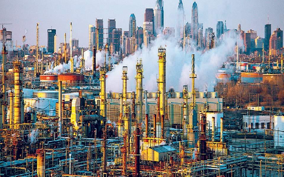 Ο κίνδυνος επιβράδυνσης της παγκόσμιας οικονομίας πιέζει την τιμή του πετρελαίου