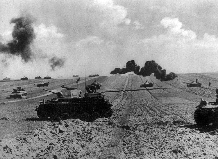 Η μεγαλύτερη αρματομαχία στην ιστορία που έκρινε την έκβαση του Β' Παγκοσμίου Πολέμου