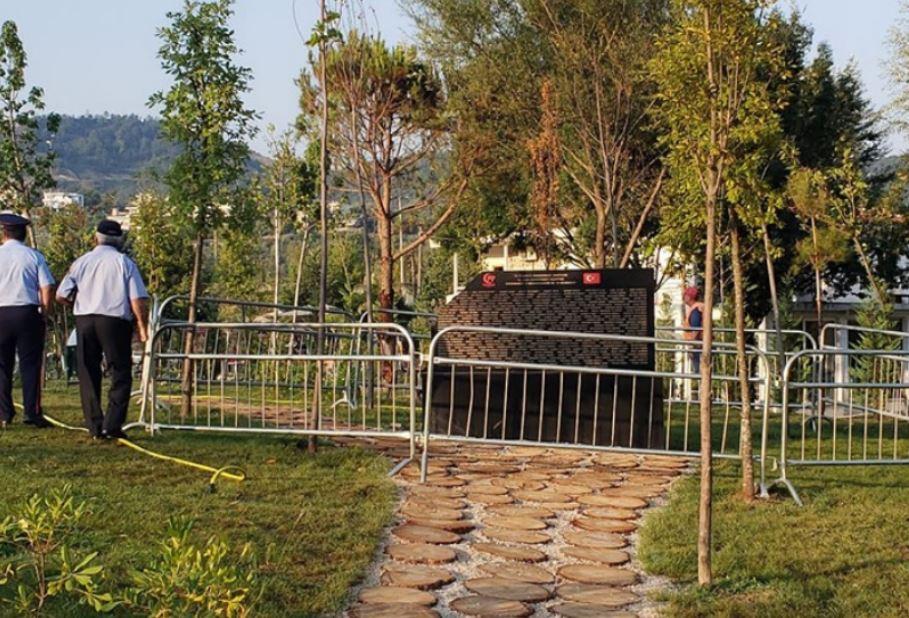 Έσπασαν το μνημείο που στήθηκε για τους Τούρκους στην Αλβανία